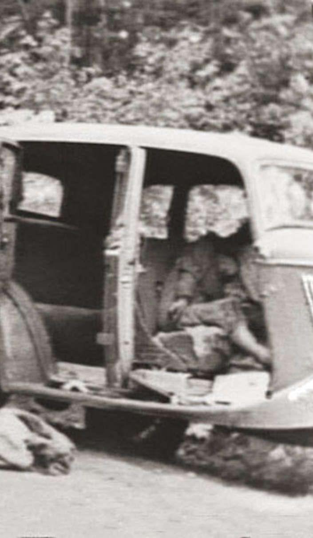 best bonnie clyde ideas bonnie et clyde label bonnie clyde s blood soaked death car creates 80 years