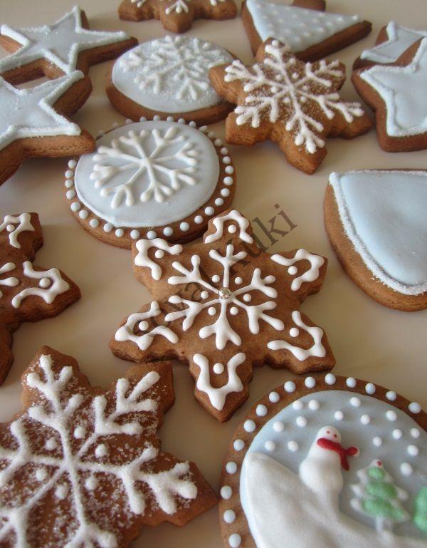 Royal icing ile yeni yıl kurabiyeleri süsleme. Royal icing nasıl yapılır, royal icing kıvamı nasıl olmalı ve royal icing kıvamı nasıl ayarlanır, detayları