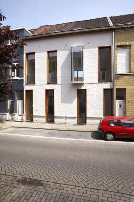 In de Eendrachtstraat nummer 8 en 10 stonden twee kleine woningen geruime tijd te verkrotten. AG VESPA kocht beide woningen.  Deze werden naar een ontwerp van Teema-architecten geïntegreerd tot één grote eengezinswoning met tuin.