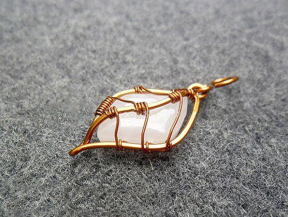 PRETTY LEAF pendant - copper wire combined pink quartz  - copper jewelry - wire jewelry