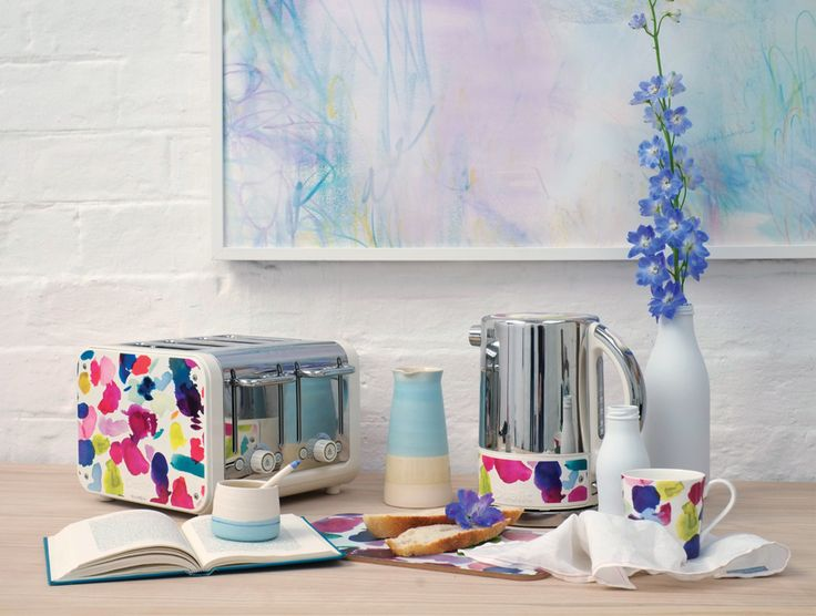 This exciting collaboration with the award winning and innovative Dualit features bluebellgray's best selling Abstract design.