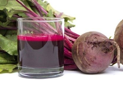 Frullato di barbabietola e frutti di bosco Frullato di barbabietola e frutti di bosco dal colore rosso rubino, ottima per la nostra salute grazie alla pres