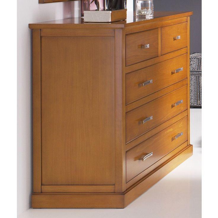 Cómoda de madera maciza de haya. Ideal para dormitorios de matrimonio o habitaciones juveniles. Ref. R87.