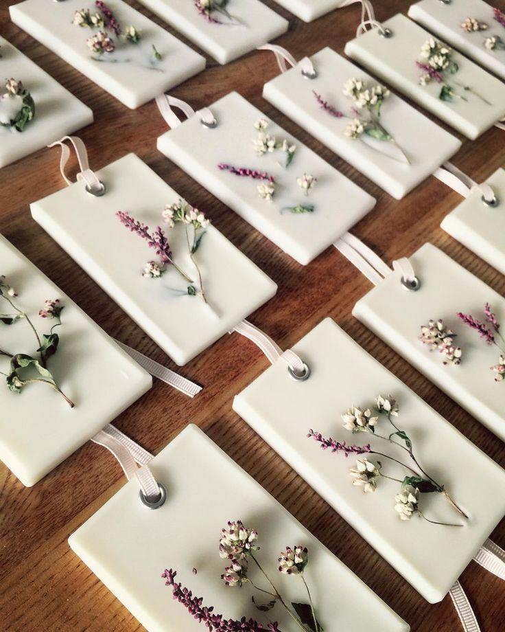 소소한 일상 5주년. 소일닮은 들꽃으로 소박하게 꽂아. 은은한 향 담아 선물했어요 :) #왁스타블렛 #아이피오리 #waxtablet #waxtablets #flower #elegant #우아 #flowers #driedflower #dryflower #wedding #weddinggift #scent #고체방향제 #왁스타블렛 #꽃 #방향제 #집들이 #집들이선물 #돌답례품 #웨딩답례품 #집들이 #들꽃 #기업답례품#newdesign #pink #주문문의 angelayeo11(카톡) by angelayeo