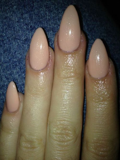 Nude pointed nails