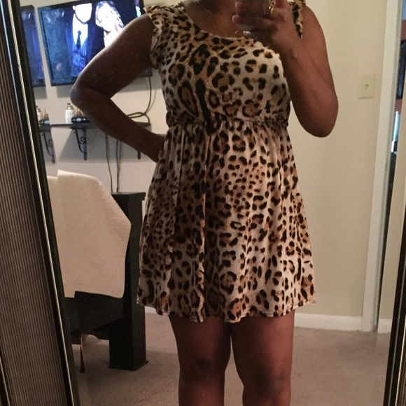 Cute Cheetah dress Only worn a couple of times Dresses