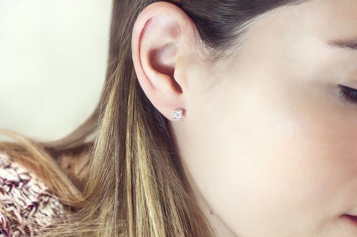 Finos y elegantes. Este par de anillos de oro blanco y diamantes son el regalo que toda mujer amante de los diamantes querría. Puedes elegir los tuyos en www.argyor.com