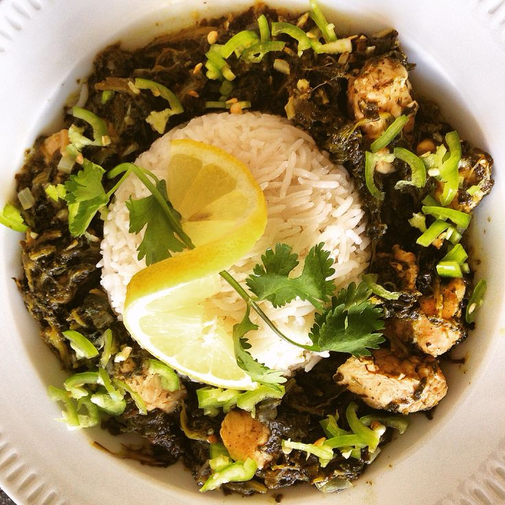 #spinach #chicken #cilantro #coriander #onion #garlic #lemon #chickenstock #species #lemonjuce  #kycklinggryta #spenat #grön #chili #hälsosam #sund #mat #healtyfood #healtyfoodinspiration #hemlagat #ris #rice #foodgasm #followme