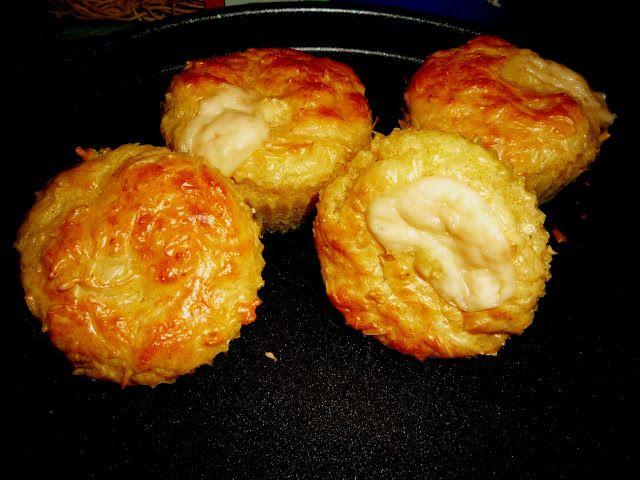 Muffins au fromage râpé au coeur de kiri.