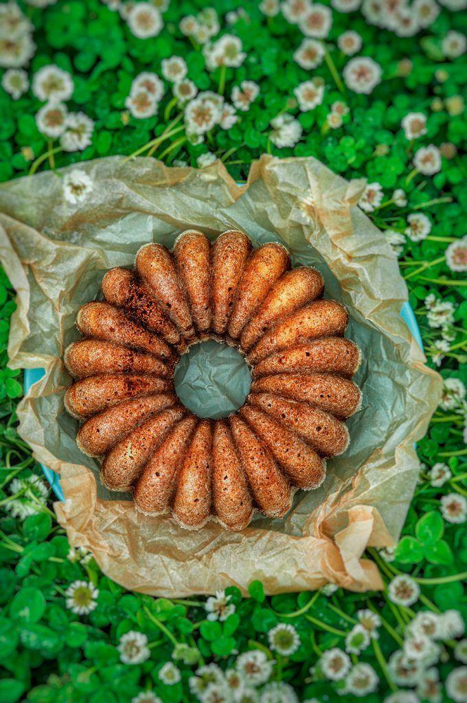 Mehevä omenahillokakku -Sweet Food O`Mine Omenahillokakku maistuu niin kahvi- että teekupillisen seurana. Kuivakakut ovat myös kivoja tuliaisia kyläilemään mennessä. Parasta tässä kuivakakussa on se, että se valmistuu vaikkapa jo päivää ennen tarjoilua ja paraneekin melkein vain saadessaan seistä hetkisen.