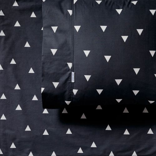 Featuring a contemporary triangle print atop a cool grey base, these sheets will look fabulous in any bedroom. Available in a fitted sheet, flat sheet and pillowcase, the Mix It Up range allows you to mix and match with other designs to create a striking and unique look in your little ones room. Made from luxuriously soft 250 thread count to ensure complete comfort all night long.
