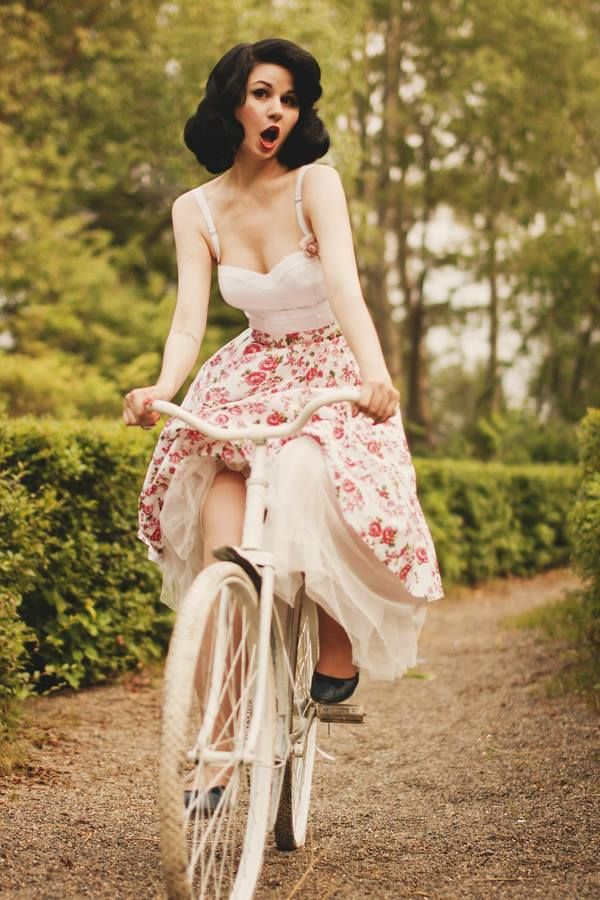 Love everything about this picture! Gorgeous Vintage Hair and Makeup, and this floral skirt is to die for  <3. :: New Favorite! :: Vintage Lifestyle:: Pin Up :: Vintage Fashion:: Retro Style