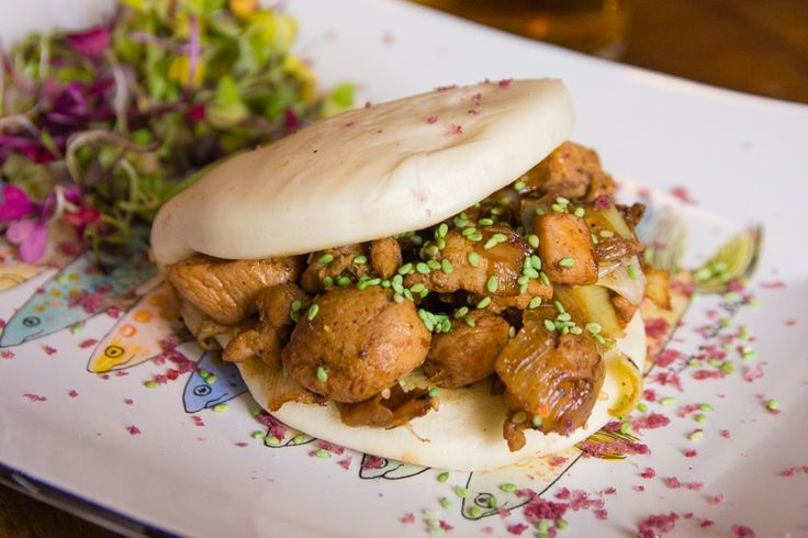 La Lata de Sardinas nos devuelve a nuestra más tierna infancia con sus nuevos baos, bocadillos asiáticos con los sabores de toda la vida.