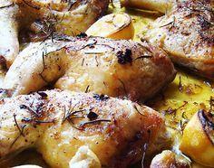 Los muslos de pollo al horno, o en este caso traseros de pollo, ya que es la parte que lleva unidos el muslo y el contramuslo de pollo, es una receta que os puede sacar de un apuro cuando os falta