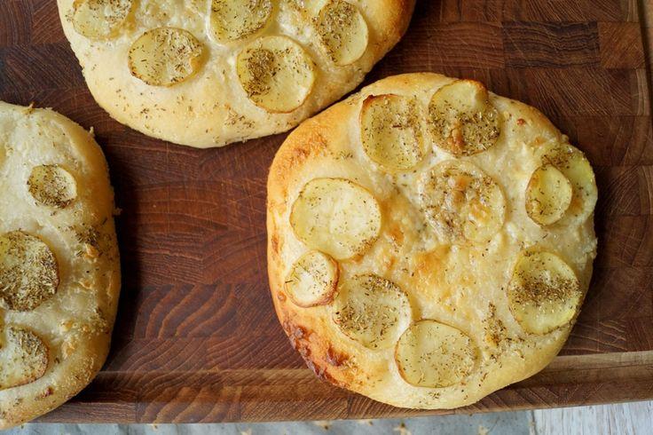 Hvid pizza med kartoffel og rosmarin - den bedste opskrift.