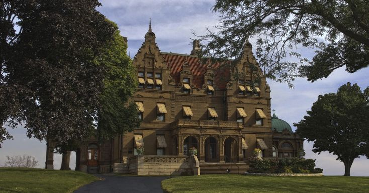 Pabst Mansion 20TH STREET AND WISCONSIN AVE ON THE WEST SIDE OF THE MARQUETTE UNIVERSITY CAMPUS. HOLIDAY SEASON GENERAL ADMISSION PRICES Adults:  $12.50 Children ages 16 and under:  Free Twilight Tour -  $15 for Adults; $8 children (6-17)  November 24, 2017 5:00pm - 7:00pm  buy tickets online.