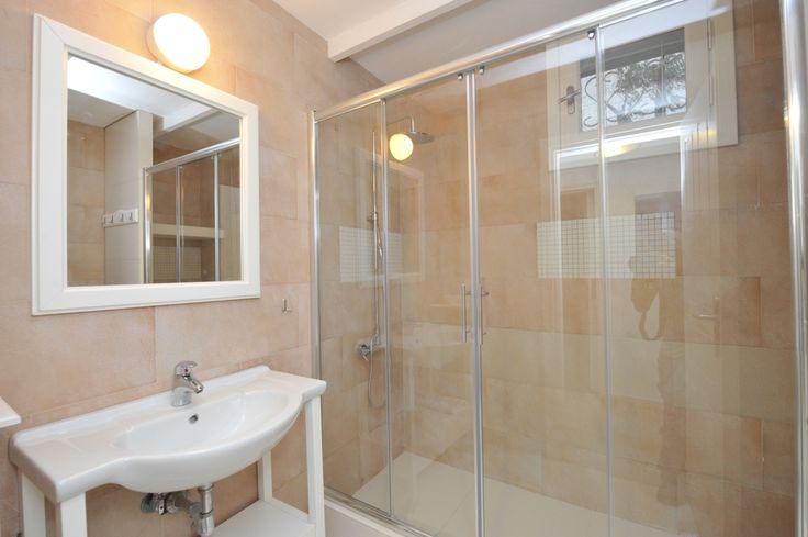 One of the Villas 4 Bathrooms.