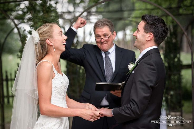 I love celebrants who have a great time during the ceremony.   More wedding photography by Anthony Turnham at www.snapweddingphotography.co.nz