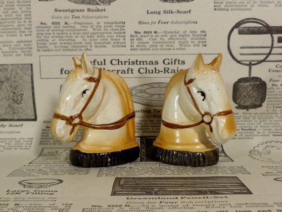 Cheval Vintage sel et poivrières  années par zippitydoodle sur Etsy