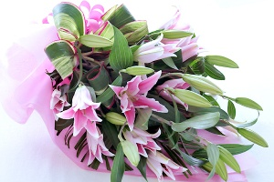 Bouquet of pink lily ピンクユリとグリーンの花束