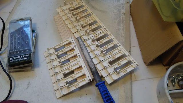 自作楽器研究所|Homemade Instruments: 鍵盤の足を削る|接触の悪い電子ピアノの鍵盤の修理の仕方