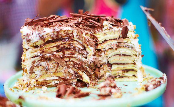 Denne kage kræver lidt tid, men det er heller ikke en helt almindelig kage! Den egner sig perfekt til festlige lejligheder, og rub og stub bliver spist – hver gang. Alt, hvad du kan ønske dig af sødt og lækkert er her samlet i én og samme kage.