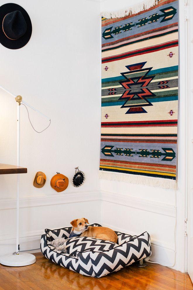 60 идей гобеленов в интерьере: стильное украшение стены http://happymodern.ru/gobelen-v-interere/ Яркие мексиканские мотивы эффектно смотрятся на фоне белых стен Смотри больше http://happymodern.ru/gobelen-v-interere/