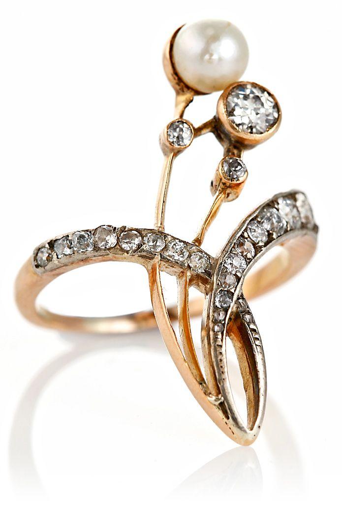 Sortija Art Nouveau en oro con vistas en plata, diamantes y perla, hacia 1900