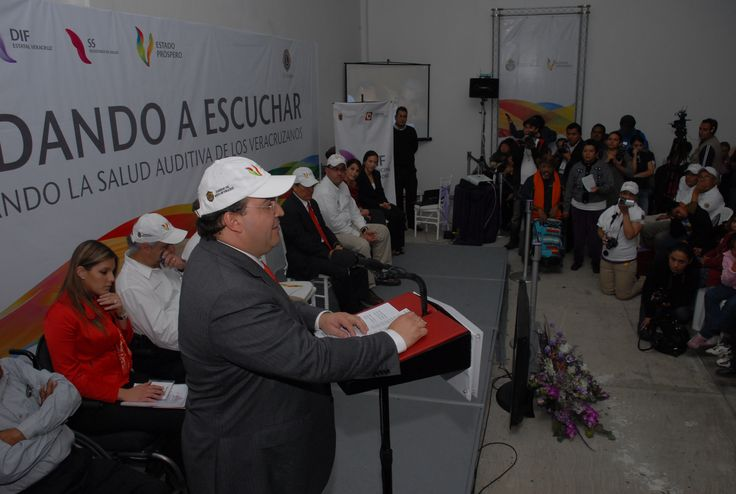 El mandatario estatal agradeció a la Fundación Club de Leones Internacional y al DIF Estatal por sumarse a esta causa y por todo su esfuerzo, para hacer de Veracruz un mejor estado.