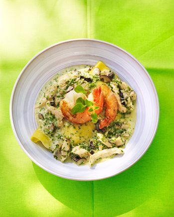 Open ravioli met kip, shiitake en gebakken gamba's