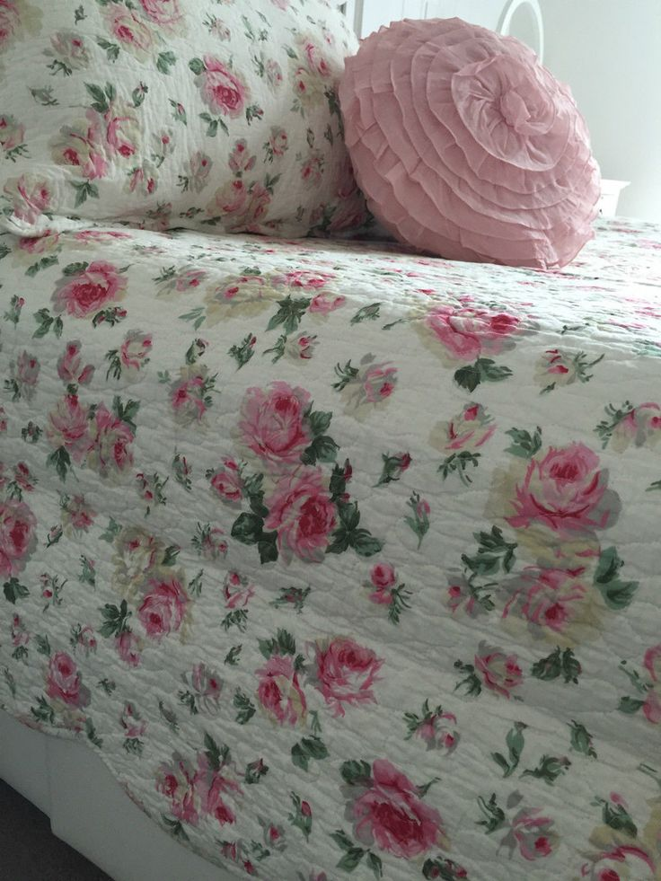 Captivating Bed Of Roses Queen Bed Coverlet Set