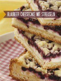 Blaubeer Cheesecake mit Streuseln | Zeit: 45 Min. | http://eatsmarter.de/rezepte/heidelbeer-kaesekuchen-mit-streuseln