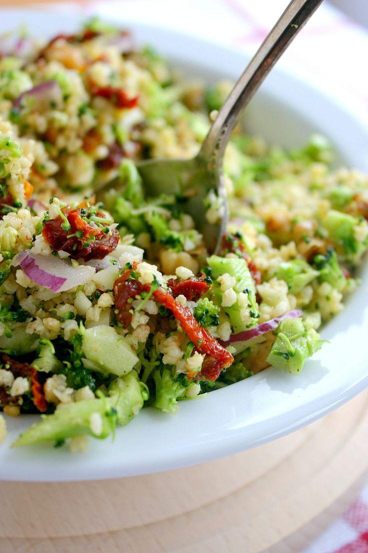 Możemy nie przepadać za brokułami, ale jeśli jest coś, czego nie lubią same brokuły, to z pewnością jest to zbyt długie gotowanie. Sprawia ono, że warzywa te tracą najbardziej cenny ze swoich skład…