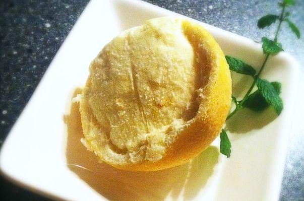 Recept voor zelfgemaakt limoncello ijs. Een heerlijk dessert voor een zomerse avond.