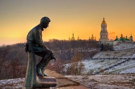 памятник Быкову в Киеве