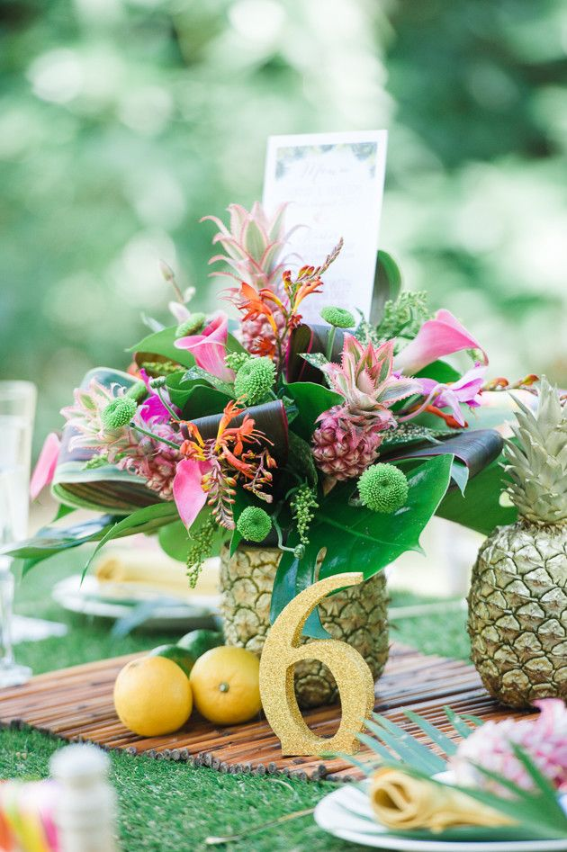 1000 ideas about pineapple centerpiece on pinterest centerpieces honeymoon shower and luau. Black Bedroom Furniture Sets. Home Design Ideas