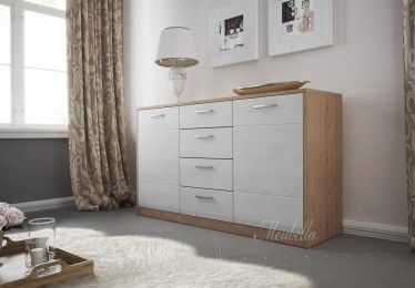 Dressoir Coral is een strak vormgegeven meubel met een witte afwerking. Dit model beschikt over 2 deuren waarachter legplanken zijn geplaatst. Ook bevinden zich 4 lades in het meubel.
