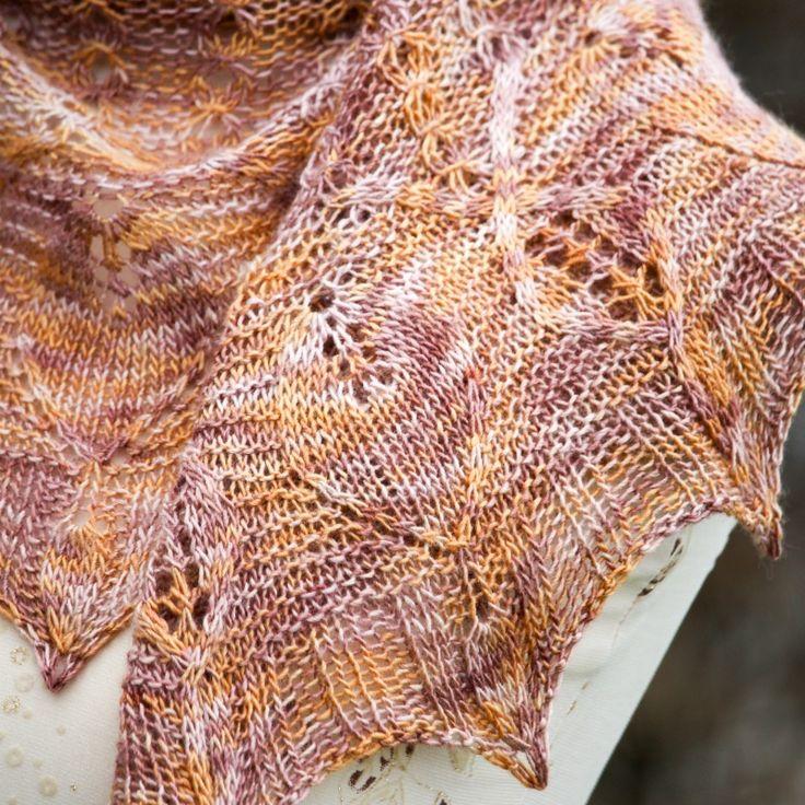 Aghamora shawl by Ágnes Kutas-Keresztes