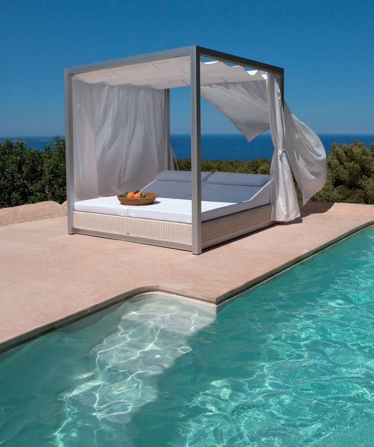 ce lit baldaquin d 39 ext rieur sunset de point sl est. Black Bedroom Furniture Sets. Home Design Ideas