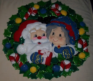 STORM'S PAD: My very first attempt at Bucilla felt applique Christmas wreath
