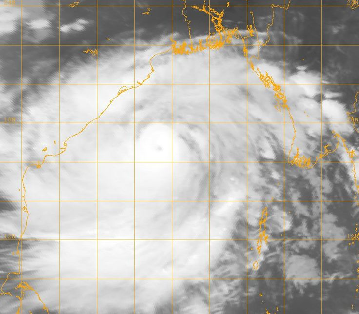 Phailin to hit coast in few hours; 440,000 people evacuated from Odisha, Andhra
