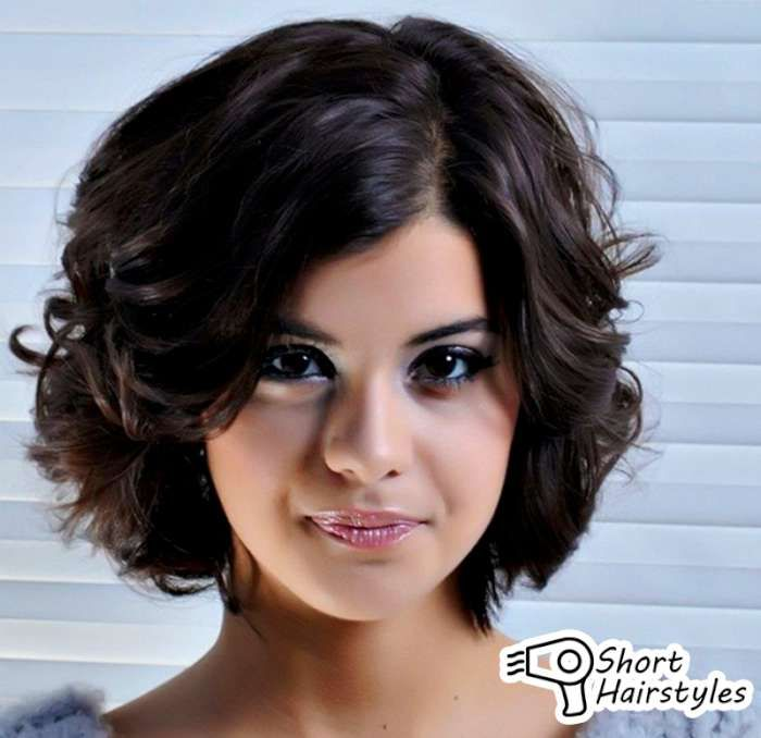 Hairstyles Short Wavy Hair Round Face