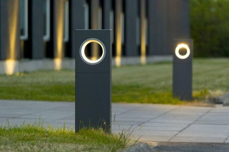 éclairage extérieur moderne en bornes avec détecteur de mouvement