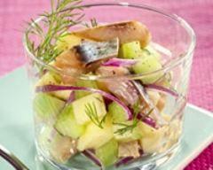 Salade de harengs pommes et concombre en verrine (facile, rapide) - Une recette CuisineAZ