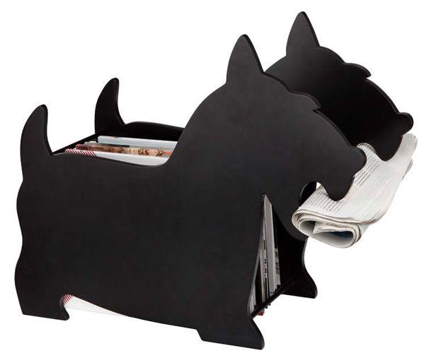 Guarda los periódicos, revistas o libros en este revistero original que parece un perro. Está fabricado en metal, pudiéndose colocar cerca del sillón para que así tengas a mano las revistas antes de echar la siesta.