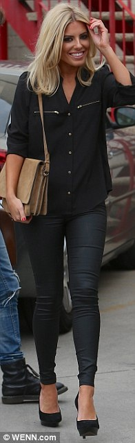 Black shirt & skinny jeans. She's my favorite person from The Saturdays