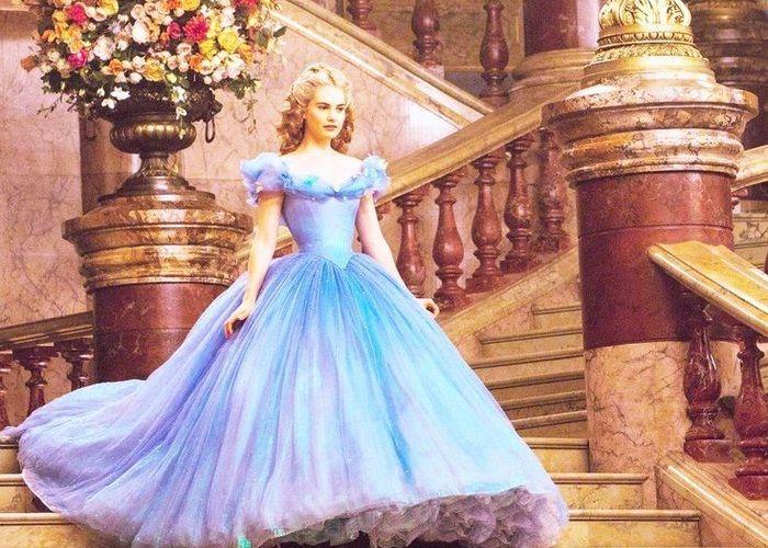 実写版シンデレラみたい♡思わず見惚れる程美しいブルーのカラードレス11選*