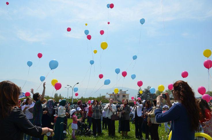 #havaifisek #parti #konfeti #balon Çocuklara Özel Uçan Balonlar Balonlar doğum günlerinde, partilerde, düğünlerde, mağaza açılışlarında, maçlarda ve daha pek çok farklı alanda ve organizasyonda son derece sık şekilde  http://www.antalyaucanbalon.net/kategori/ucan-balon/cocuklara-ozel-ucan-balonlar.html