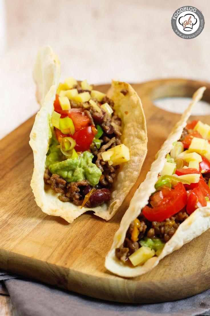 Tacos sind mexikanisches Soulfood. Mit selbstgemachten Tortillas/Taco-Shells sind sie super lecker. Ein einfaches und leckeres Rezept gibt es bei uns.