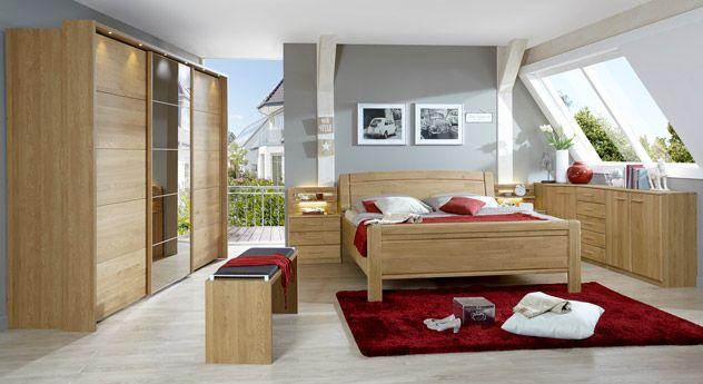 Komplettes Schlafzimmer aus robustem Massivholz. #betten #schlafzimmer #holz #massiv #wohnen | betten.de http://www.betten.de/schlafzimmereinrichtung-landhausstil-eiche-quebo.html